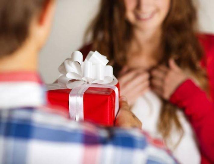 Какие подарки дарят любимым женщинам 75